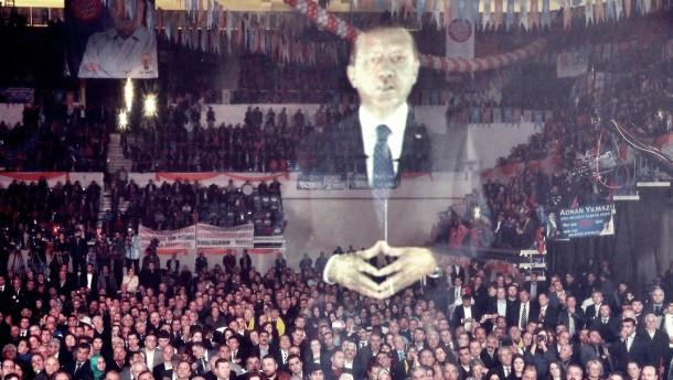 erdogan_hologram-610x345